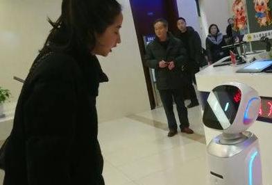 成都出入境服务首次引入AI机器人