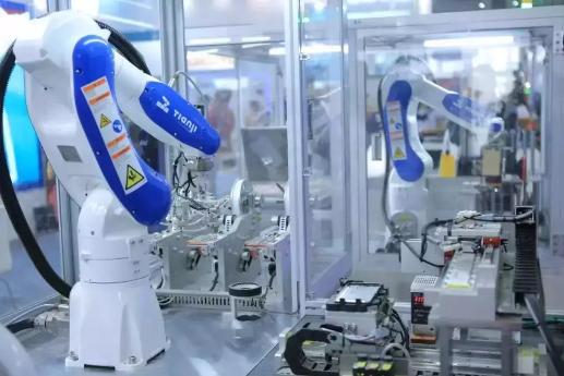 SIMM2019天机机器人携3C应用新宠惊艳亮相