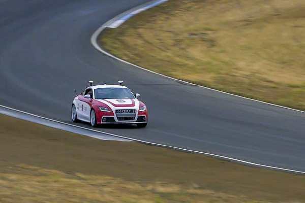 自动驾驶汽车技术新突破,可进行高速过弯
