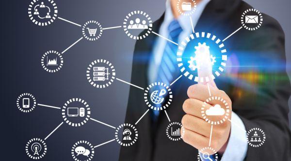 科技巨头竞相探索 大数据与人工智能应用