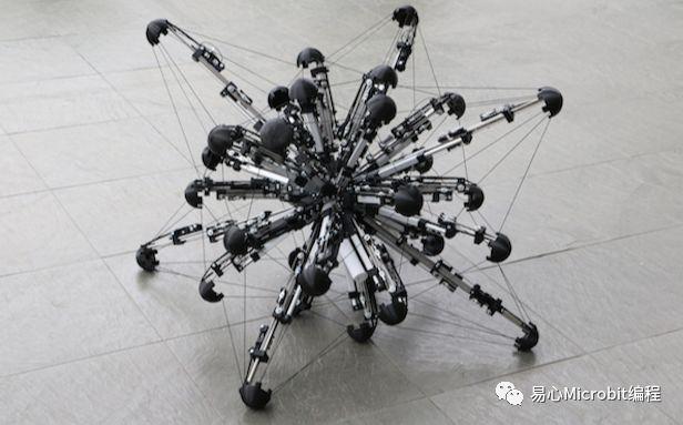 """科学家打造出32足机器人,活像一只""""海"""