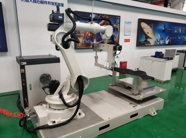 中国人自己的3D缝纫机器人!成功突破外