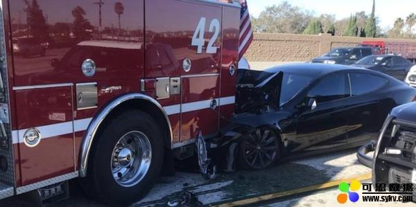特斯拉撞上消防车,监管:辅助驾驶系统部分担