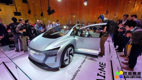 奥迪 AI:ME 电动概念车,伸缩式軚盘