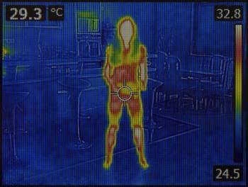 国内首款可移动无线智能人体测温柱问世<span i
